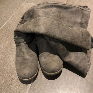 Gray tall riding boots 7.5